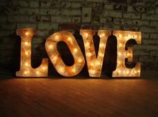Слово любовь из ретро букв