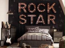 Ретро надпись на кроватью