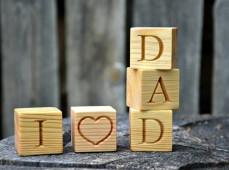Пример кубиков из дерева с буквами